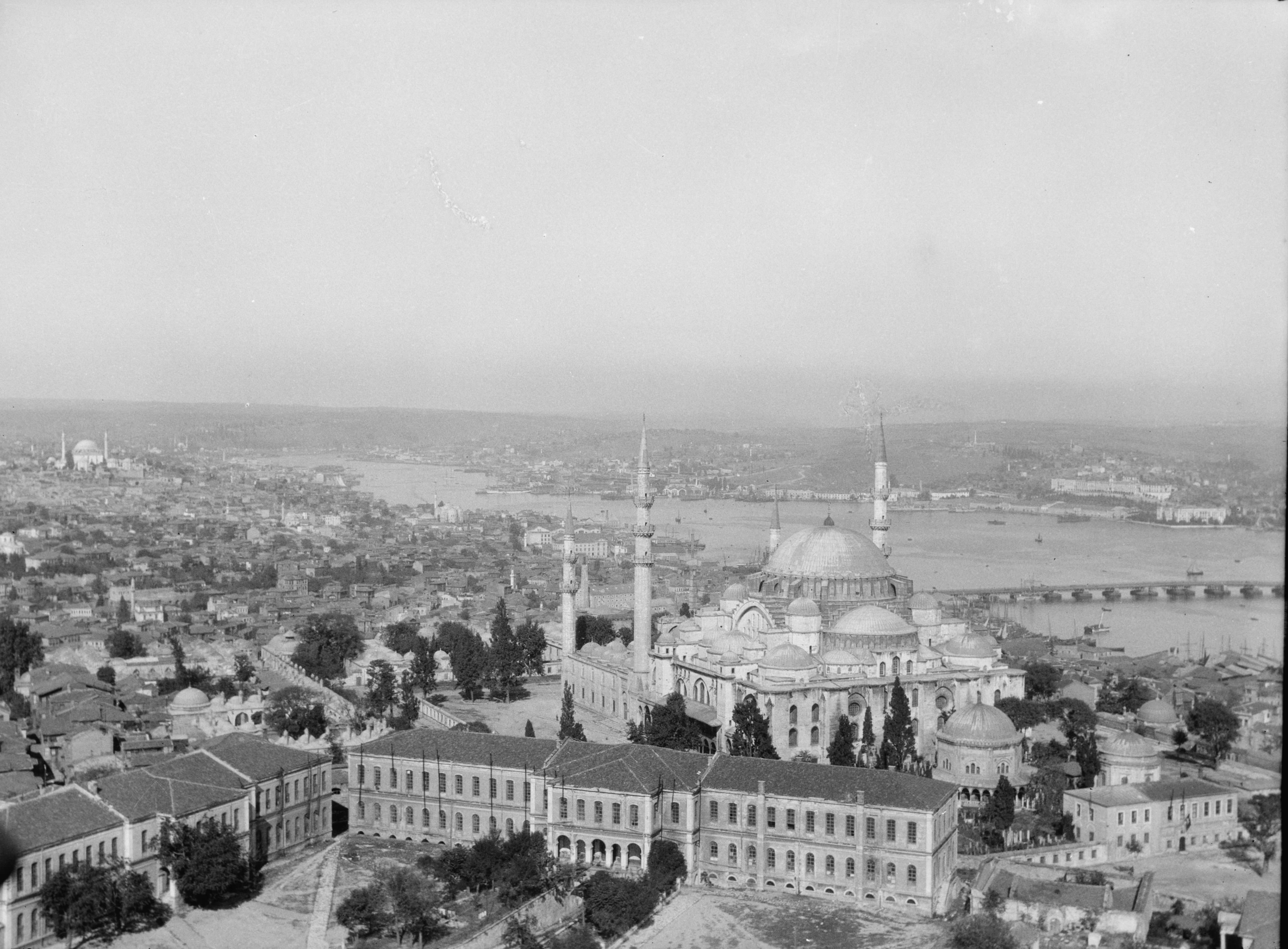 Beyazıt Kulesi'nden Süleymaniye / Matson (G. Eric and Edith) Photograph Collection