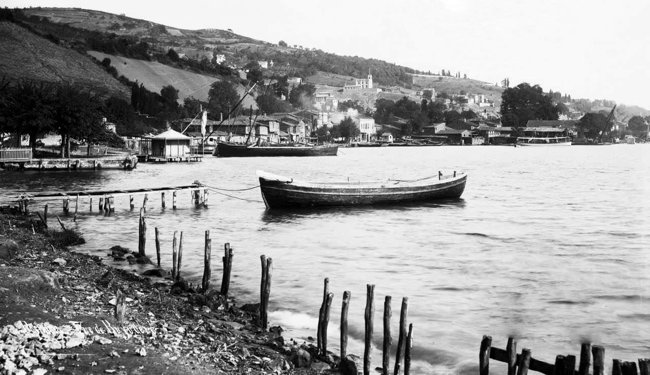 Büyükdere kıyıları / 1900 Buyukdere is the north area of the Istanbul, European side, near Sariyer. Photo year: 1900